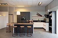 Prachtige Keller keuken met eiland