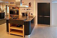 Zwarte keuken met eiland van Schmidt