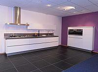 Greeploze keuken in wit hoogglans lak