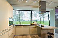 Gelakte houten keuken met schiereiland