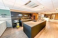 Next125 Zwart met fineer eiland keuken