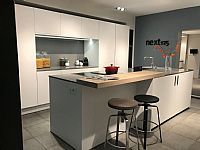 Next125 Mat witte eiland keuken met nis.