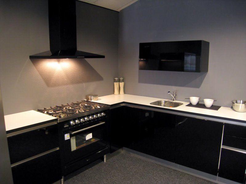 Ikea keuken hoogglans zwart: moderne greeploze hoogglans keuken met