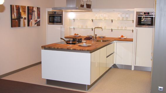 Hoogglans Witte Keuken Met Houten Blad : keukens voor zeer lage keuken prijzen Wit hoogglans uitvoering