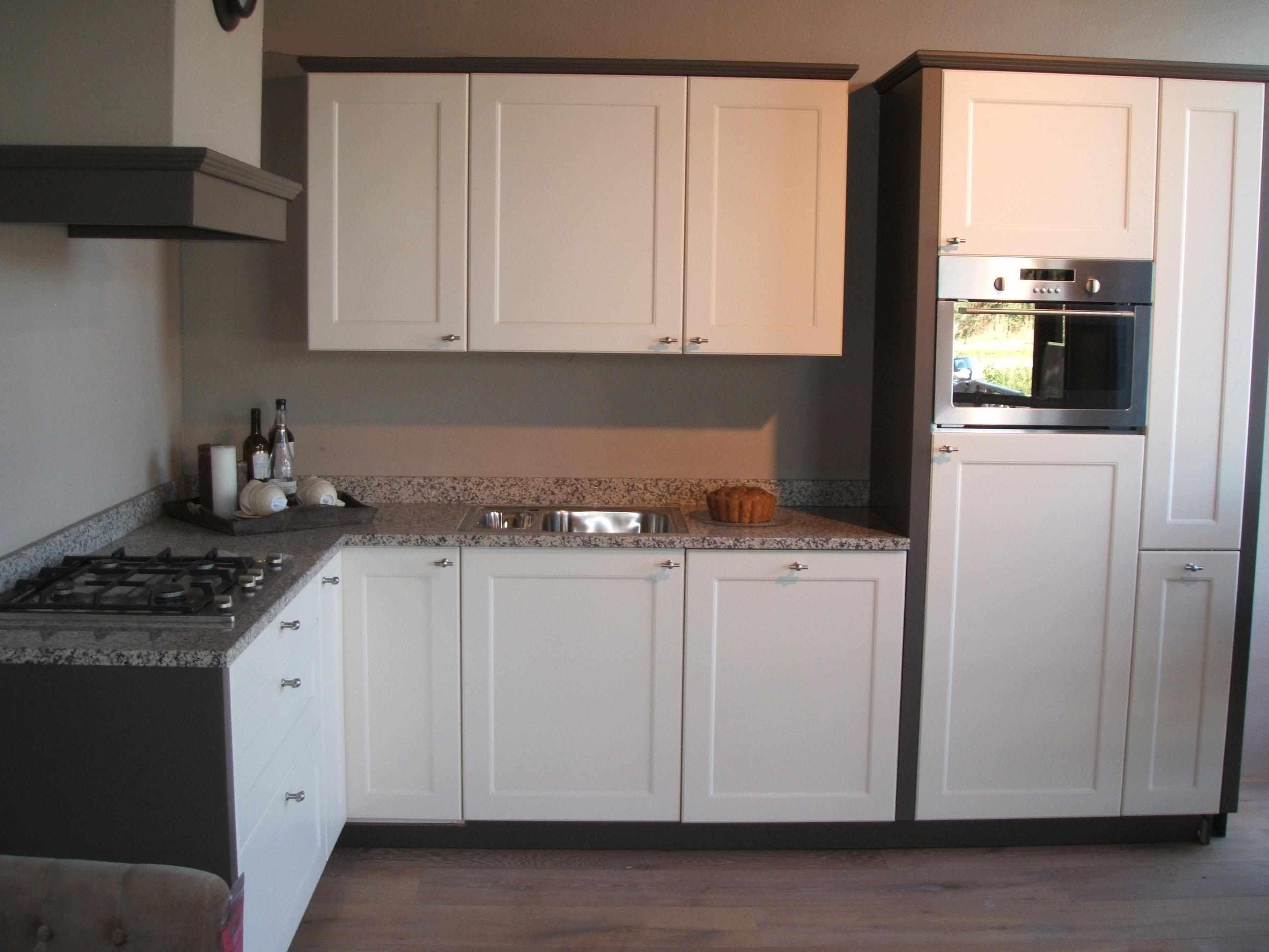 Rechte Keuken Magnolia Gelakt : ... keukens voor zeer lage keuken ...