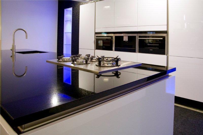 Compacte Keuken Met Eiland : keukens voor zeer lage keuken prijzen Lucida gelakt wit greeploos
