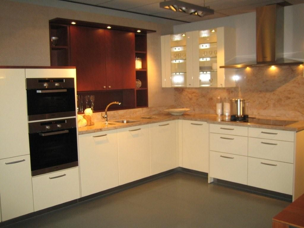 Gele Keuken 9 : Showroomkeukens alle showroomkeuken aanbiedingen uit nederland