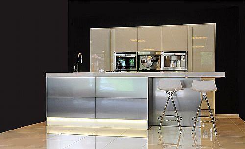 Rvs Design Keuken : Showroomkeukens alle showroomkeuken aanbiedingen uit nederland