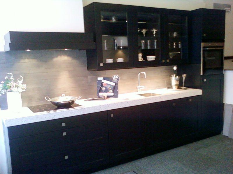 Eiland showroomkeuken zwart eiken rvs boretti ~ consenza for .