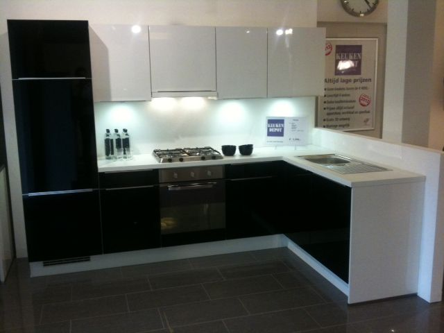 Keuken Zwart Werkblad : keukens voor zeer lage keuken prijzen Praag zwart/wit hoogglans