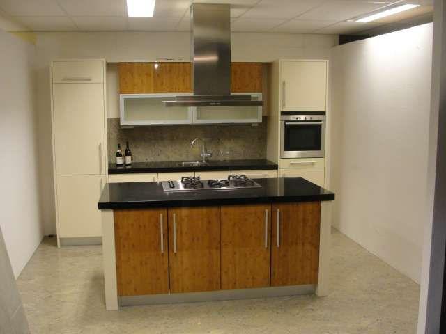 Keuken Kookeiland Showroom : keukens voor zeer lage keuken prijzen Moderne kookeiland keuken