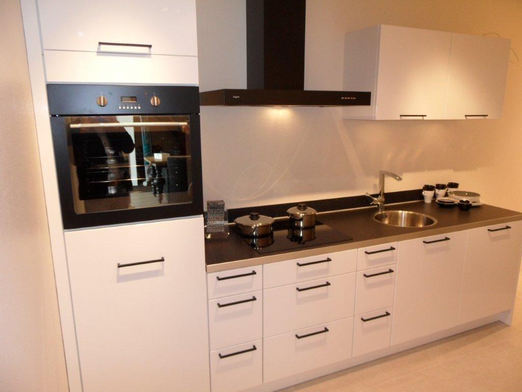 Achterwand Witte Hoogglans Keuken : Keuken Zwart Wit Witte Keuken Met ...