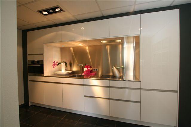Rechte Keuken Showroom : keukens voor zeer lage keuken prijzen Rechte keuken SieMatic 66PG