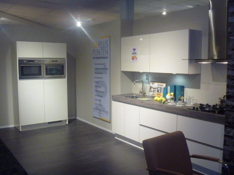 Rechte Keuken Showroom : keukens voor zeer lage keuken prijzen GREEPLOZE RECHTE KEUKEN [45005