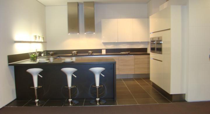 ... voor zeer lage keuken prijzen : Moderne greeploze U keuken [45535