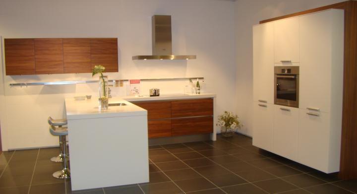 ... keukens voor zeer lage keuken prijzen  Greeploze U keuken met
