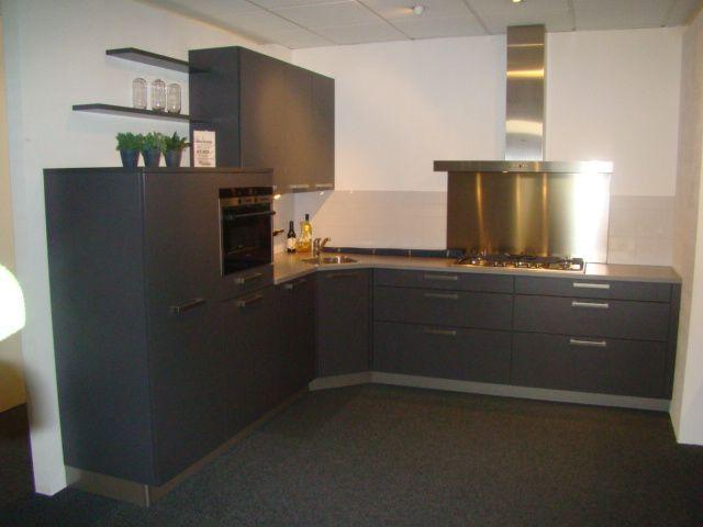 Antraciet Kleur Keuken : in antraciet 45598 een keuken uitgevoerd in de kleur antraciet