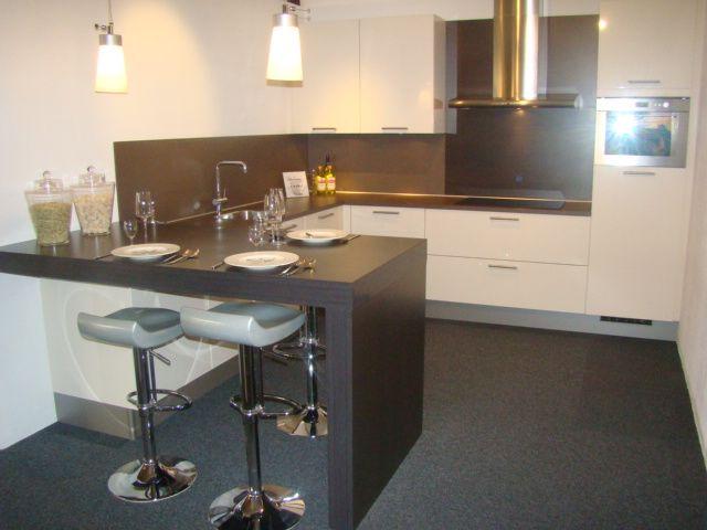 Rechte Keuken Met Bar : keukens voor zeer lage keuken prijzen Hoogglans keuken met