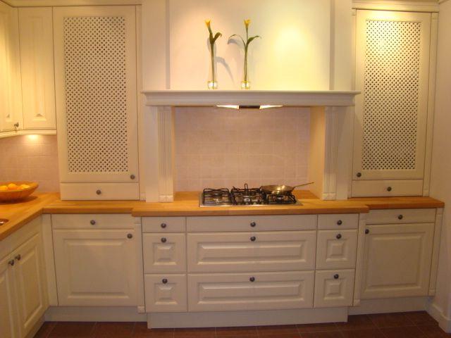 Landelijke keuken met massief houten werkblad