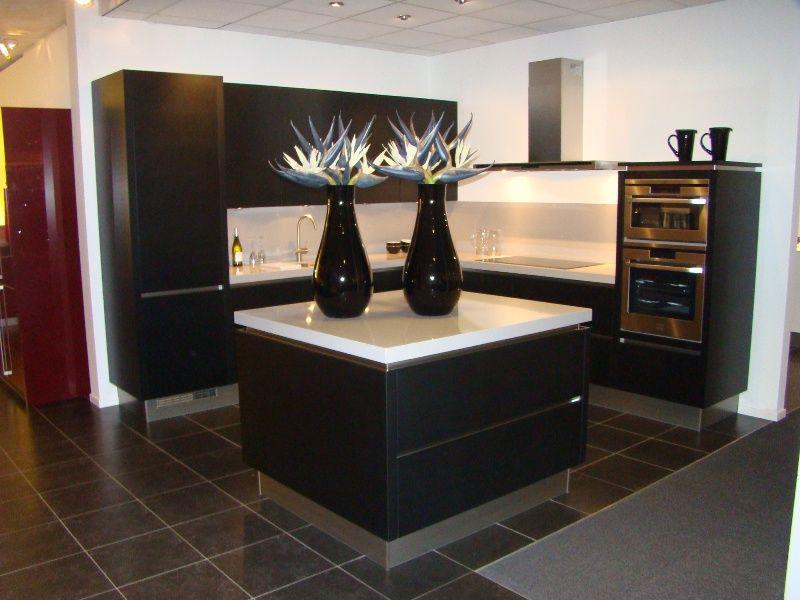 Keuken Zwart Mat : lage keuken prijzen Fraaie design keuken in mat zwart gelakt [45595