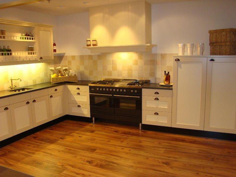 Keukens Landelijke Stijl Prijs : Showroomkeukens Alle Showroomkeuken aanbiedingen uit