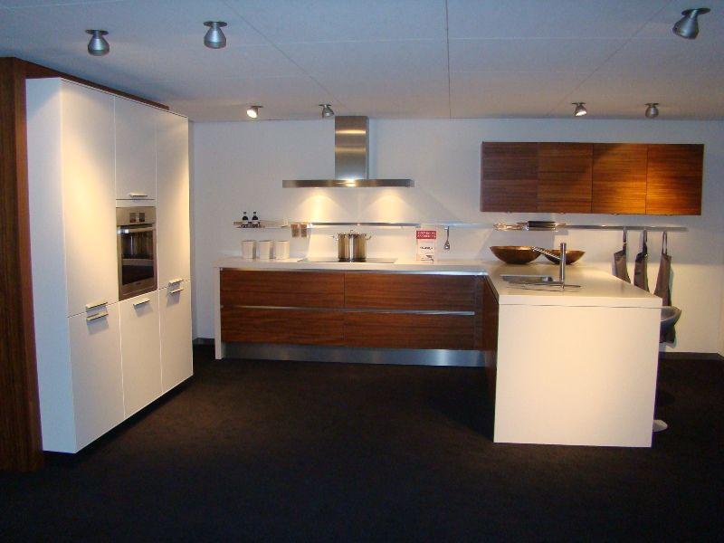 ... keukens voor zeer lage keuken prijzen  Moderne U keuken met ziteiland