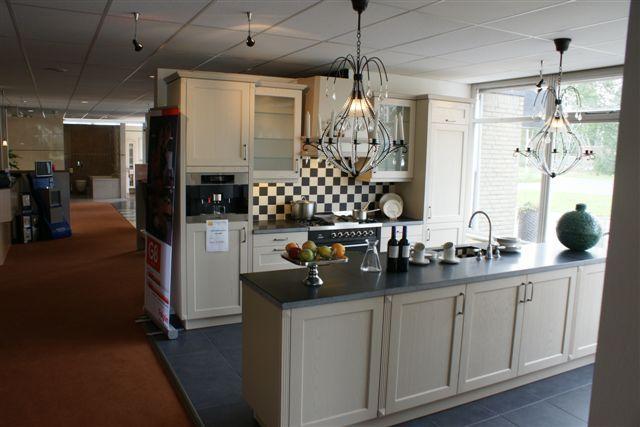 Showroomkeukens alle showroomkeuken aanbiedingen uit nederland keukens voor zeer lage keuken for Keuken landhuis