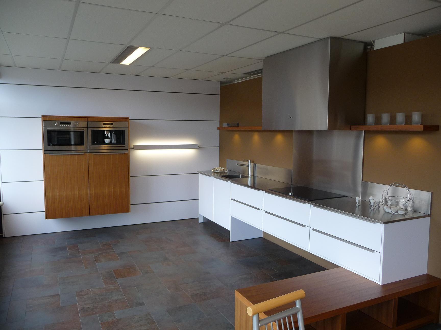 Keuken Plint Monteren : keukens voor zeer lage keuken prijzen Eggersmann vrijhangende keuken