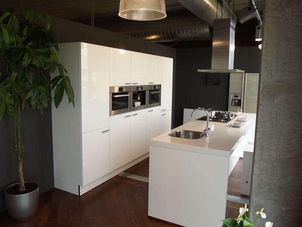 Schitterende Luxe Eiland Keuken Met Inbouwapparatuur Van Het Topmerk