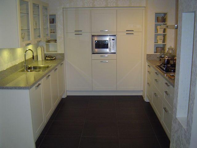 Keuken Parallel Opstelling : keukens voor zeer lage keuken prijzen Fraaie tijdloze witte keuken