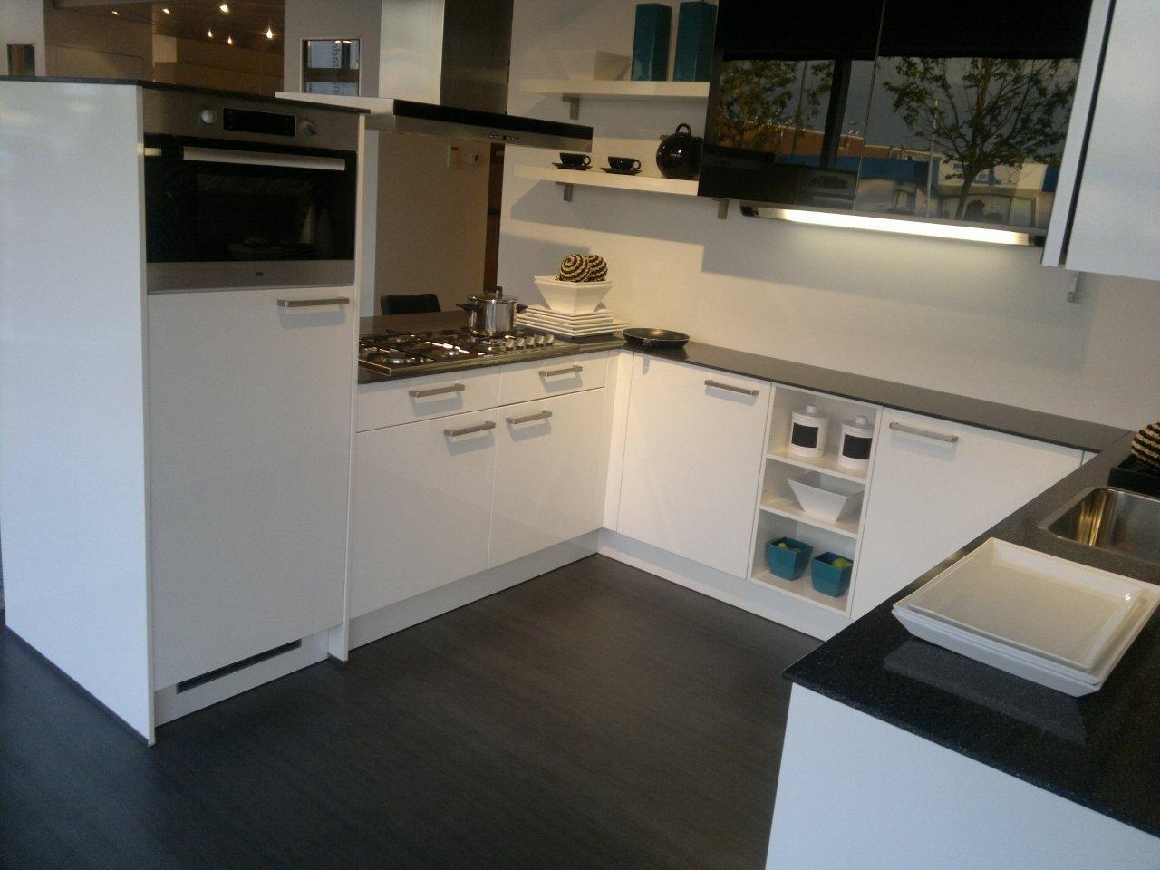 Moderne Hoogglans Keuken : Showroomkeukens alle showroomkeuken aanbiedingen uit nederland