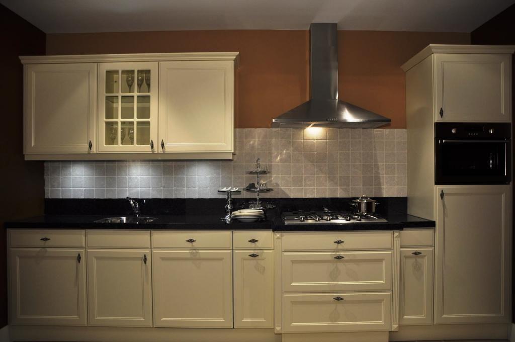 Showroomkeukens alle showroomkeuken aanbiedingen uit for Ouderwetse keuken te koop