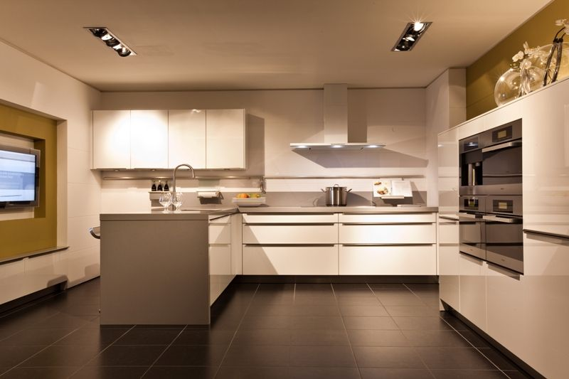 ... zeer lage keuken prijzen : Hoogglans gelakte SieMatic keuken [45813