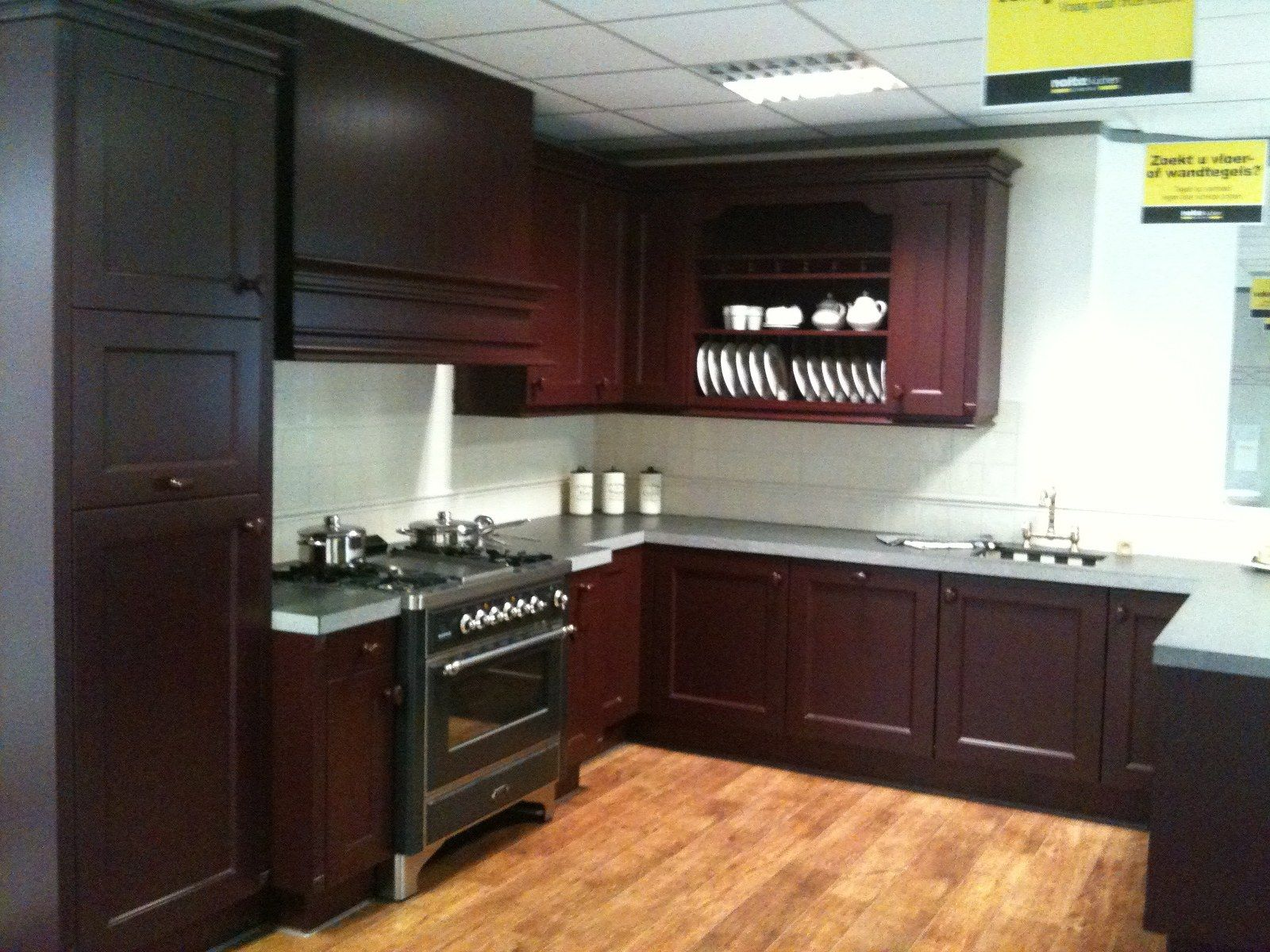 Keuken Bordeaux Rood : keukens voor zeer lage keuken prijzen showroomkeuken bordeaux rood