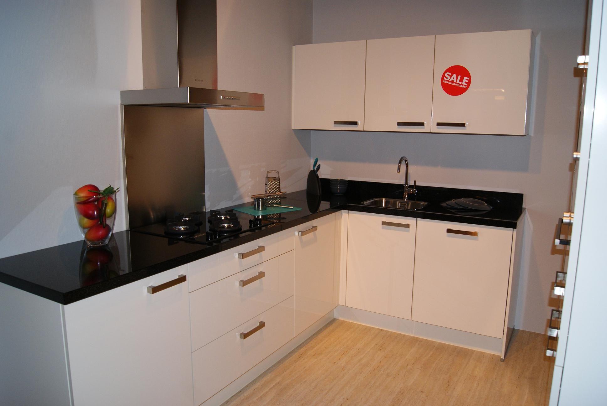 Showroomkeukens alle showroomkeuken aanbiedingen uit nederland keukens voor zeer lage keuken - Werkblad graniet prijzen keuken ...