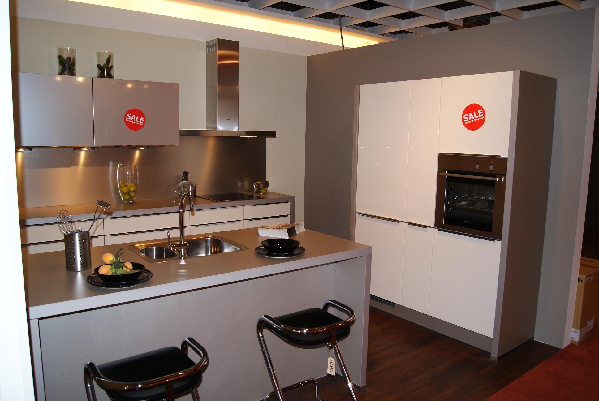 Keuken met spoeleiland tegel - Keuken centraal eiland ...