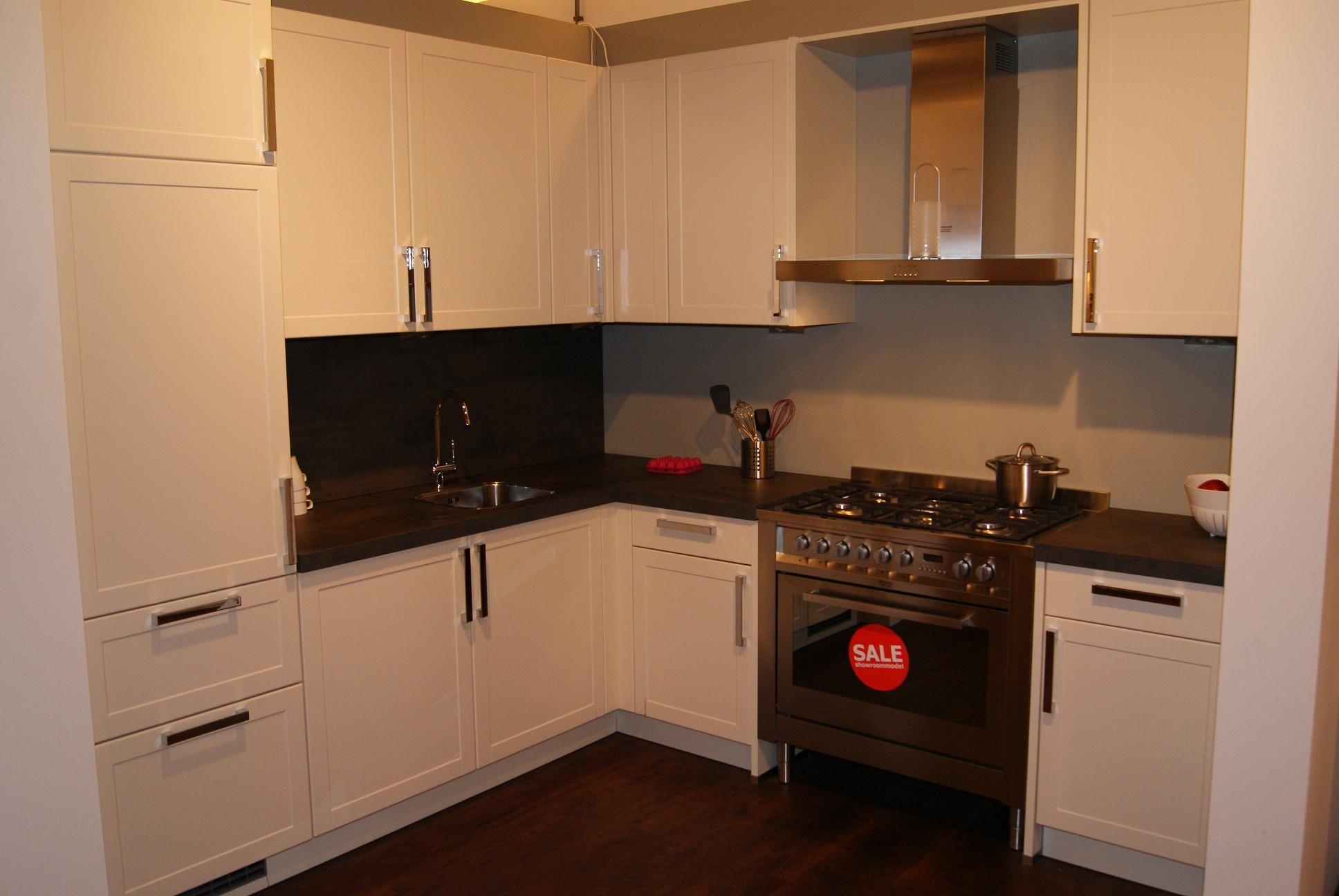 Keuken Plint Hoek : keukens voor zeer lage keuken prijzen Klassiek/Moderne hoekkeuken