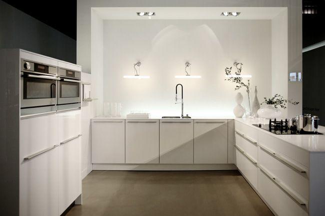 Hoogglans Keuken Wit Aanbieding : Showroomkeukens Alle Showroomkeuken aanbiedingen uit