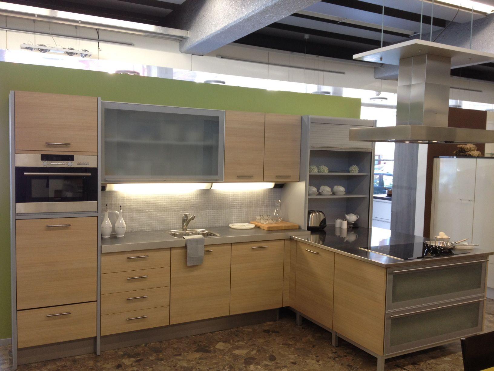 Showroomkeukens alle showroomkeuken aanbiedingen uit nederland keukens voor zeer lage keuken - Keuken licht eiken ...