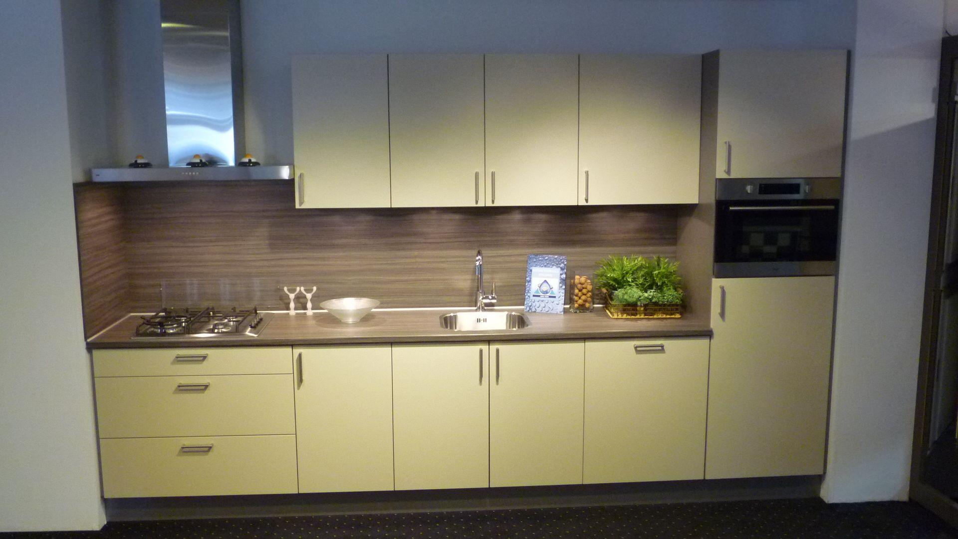 Rechte Keuken Showroom : keukens voor zeer lage keuken prijzen rechte ...