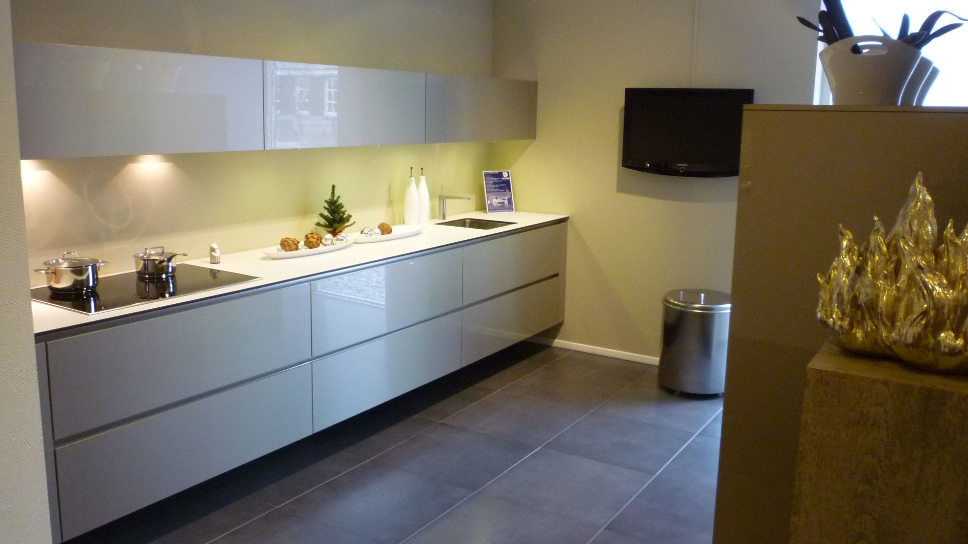 ... keukens voor zeer lage keuken prijzen  champagne hoogglans keuken