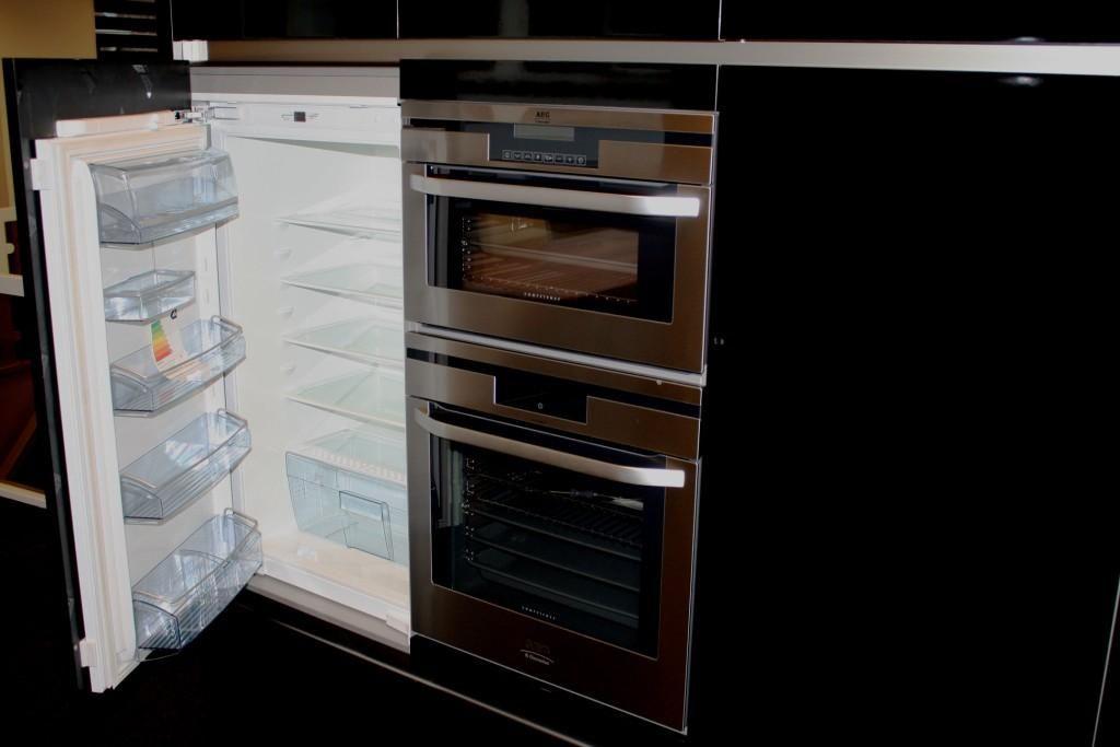 Showroomkeukens alle showroomkeuken aanbiedingen uit nederland keukens voor zeer lage keuken - Studio stijl glazen partitie ...
