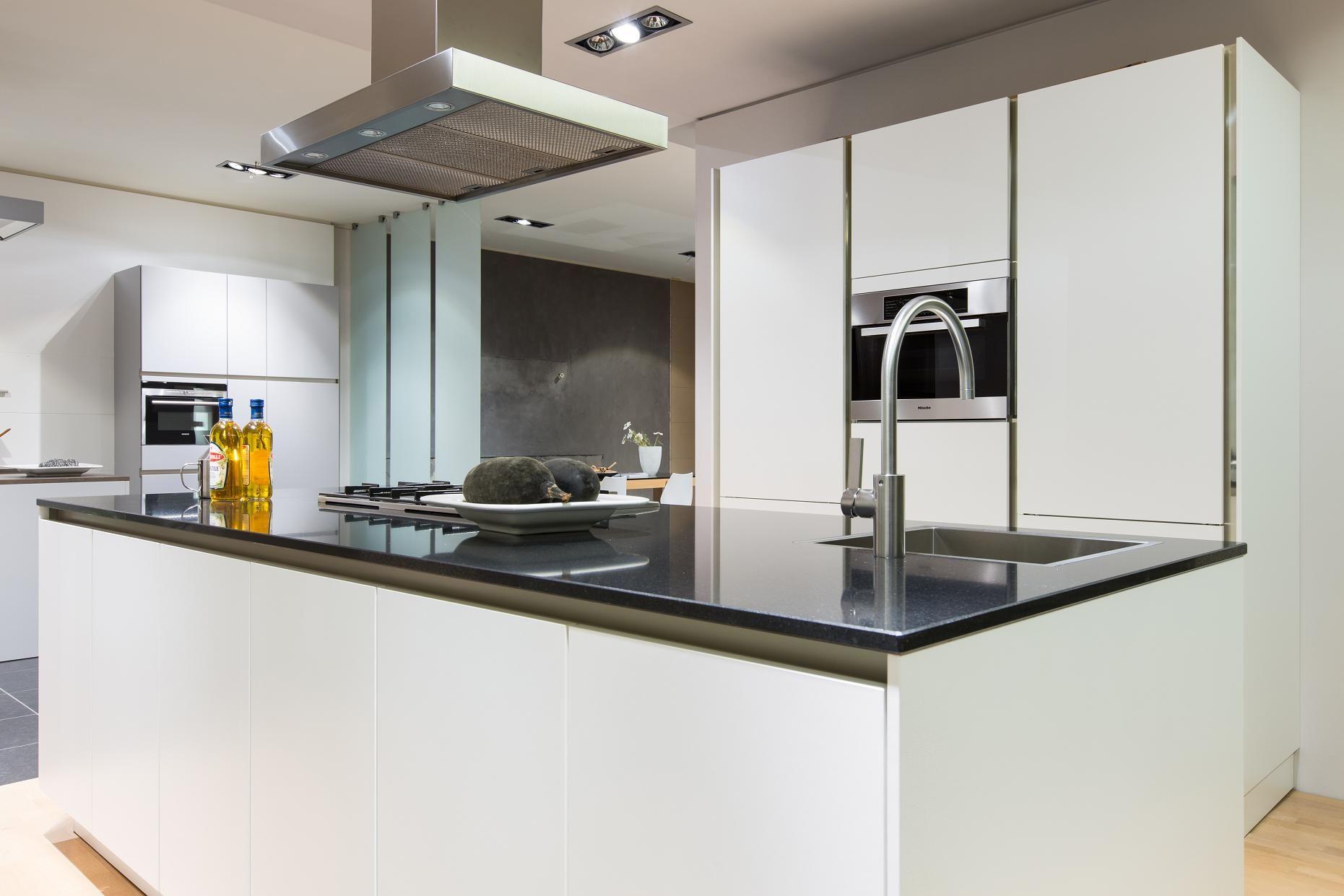 ... keukens voor zeer lage keuken prijzen : SieMatic S2K Lotus wit [47251