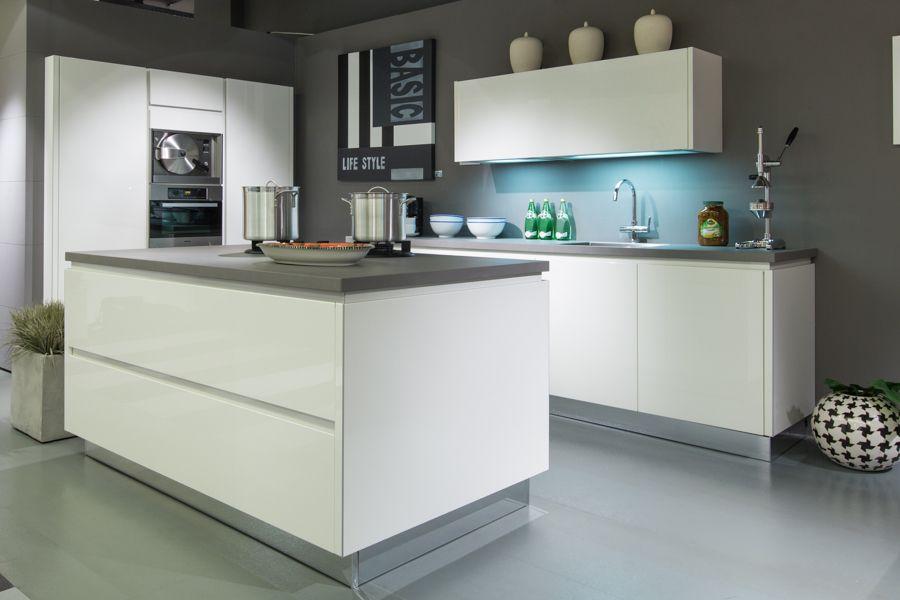 Keuken Hoogglans Wit Verven : Witte hoogglans keuken met wit blad ...