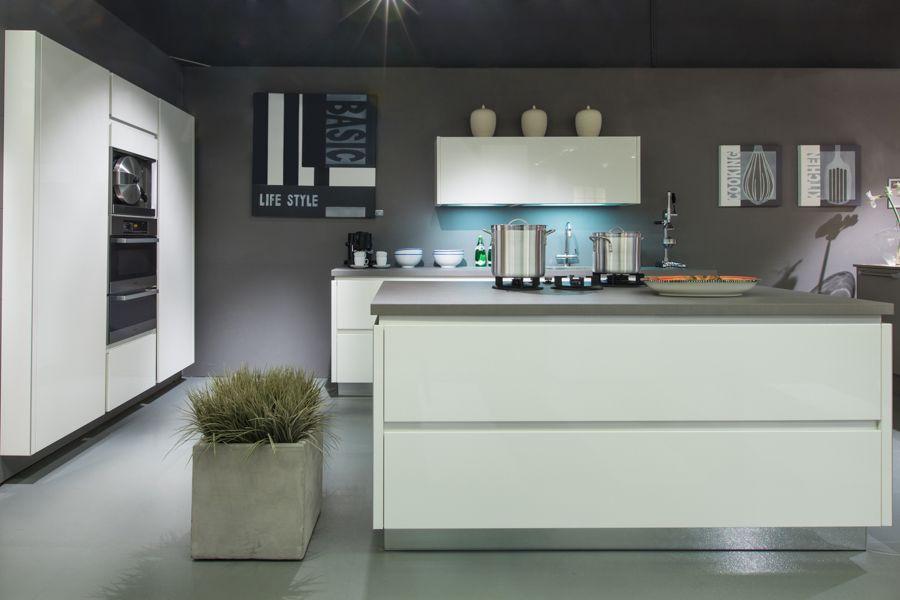 Kookeiland Wit Hoogglans : Showroomkeukens alle showroomkeuken aanbiedingen uit nederland