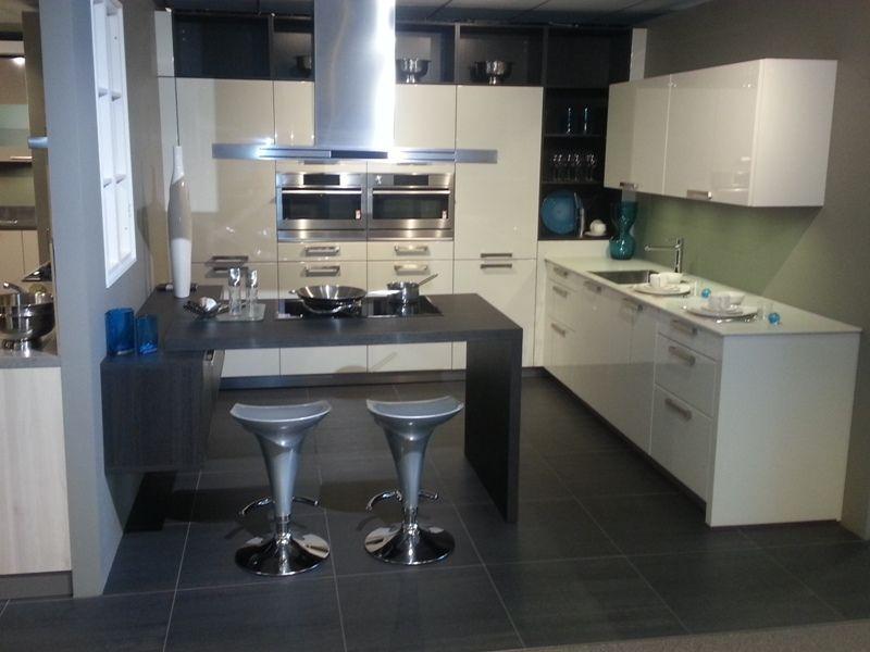 Moderne Keuken Met Schiereiland : Moderne Keuken