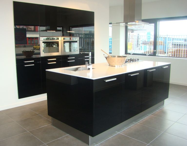 ... keukens voor zeer lage keuken prijzen  Zwarte hoogglans eiland keuken