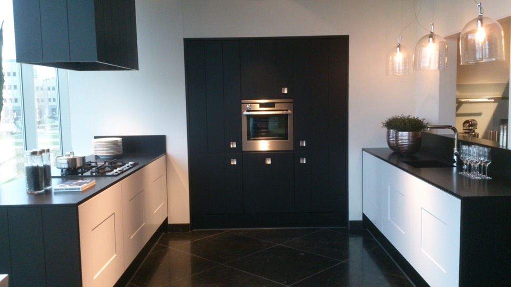 Keuken zwart landelijk - Witte keuken met zwart werkblad ...