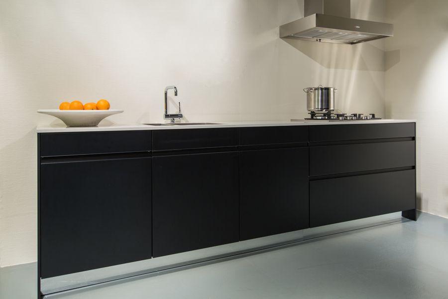 Recht Keuken Zwart : Showroomkeukens alle showroomkeuken aanbiedingen uit nederland