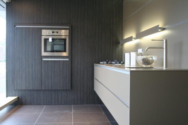 Keuken Kastenwand Met Nis : keuken prijzen Eggersmann rechte design keuken met kastenwand [49955